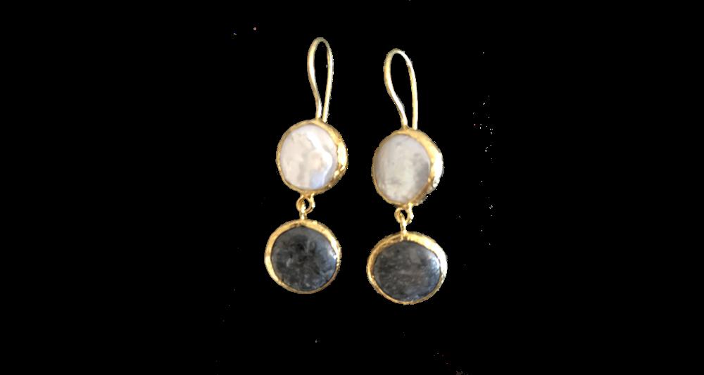 Earrings Two Stones White Black