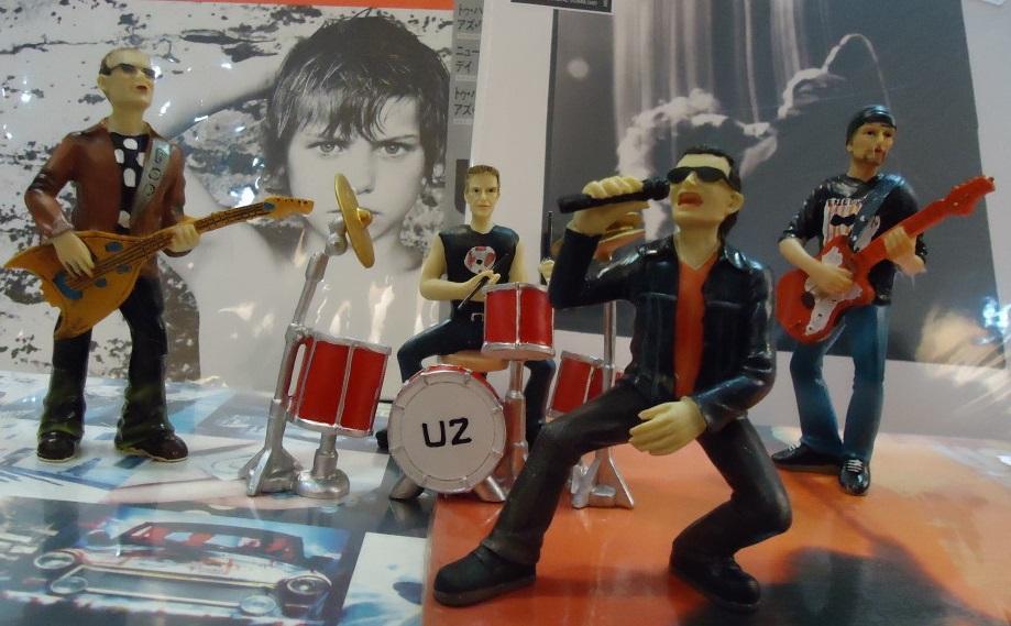 Juego de figuras de resina U2